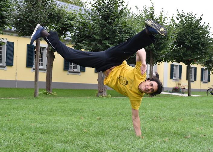Daniel liebt Capoeira, weil es der perfekte Ausgleich zum Alltag ist.